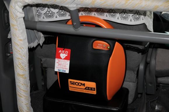 2010年6月より、AED(自動体外式除細動器)を当タクシー車両に設置致しました。